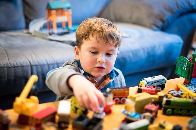 赤ちゃん用おもちゃ選びの悩みを解決!知育おもちゃをサブスクで